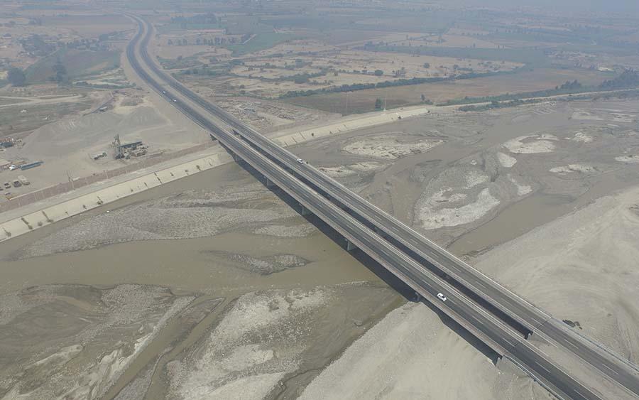Puente sobre el río Pisco